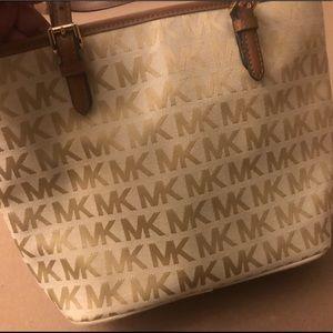 Michael Kors Bags - BRAND NEW NEVER USED MICHAEL KORS PURSE